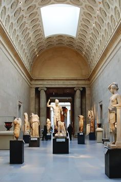 reals:Louvre | Photographer
