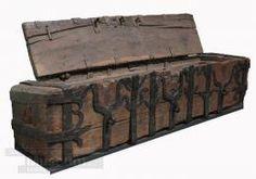 Einbaumtruhe  Unknown Origin  in 1500  Oak trim, wrought iron fittings, four locks    205 x 45 x 54 cm    Inv: PR/23/2001