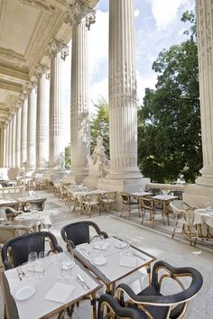 at a restaurant in Paris, Finir la journée en terrasse à Paris | Materialiste, Le Magazine Elégant