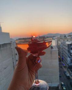 "@ladykallisti on Instagram: ""Ηλιοβασίλεμα... να το πιεις στο ποτήρι 🧡 #sunrise🌅 #sungoesdown🌄 #cocktail #coctailhour #rosewine #hmxme #hmhome #aestheticlypleasing…"" Sun Goes Down, Hm Home, Food Fantasy, Margarita, Sunsets, Tableware, Instagram, Dinnerware, Tablewares"