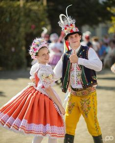 The Folk Festival of Velké Bílovice Costumes Around The World, Folk Clothing, Folk Festival, Folk Costume, Eastern Europe, Ethnic Fashion, Czech Republic, Traditional Dresses, Folklore