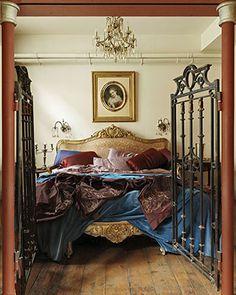Gated bedroom... hmm ;-)