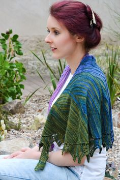 Short row shaping for a perfectly lovely  knit shawl.  Free knitting pattern from Knitty website.