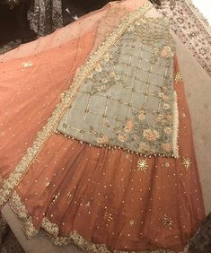 Pakistani dress/ partywear/ desi dresses/ indian dress Beautiful 3 piece kameez with pallazzo style pants. Pakistani Dresses Party, Pakistani Mehndi Dress, Bridal Mehndi Dresses, Pakistani Wedding Outfits, Indian Gowns Dresses, Indian Fashion Dresses, Pakistani Dress Design, Party Wear Dresses, Dresses Dresses