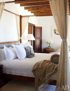 Casa Del Bianco bed linens dress the master bedroom's Carden Cunietti–designed fourposter | archdigest.com