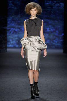 Vera Wang Spring 2011 Ready-to-Wear Fashion Show - Kate Kosushkina