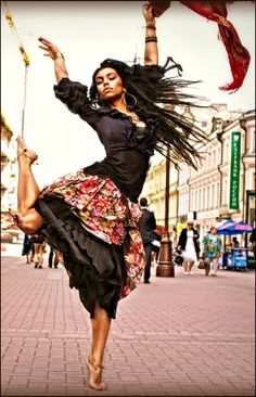 Trendy Ideas For Street Dancing Poses Shall We ダンス, Shall We Dance, Lets Dance, Jazz Dance, Tango, Isadora Duncan, Gypsy Women, Dance Like No One Is Watching, Poses References