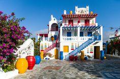 Por que escolher Mykonos? (Grécia)  Uma casa totalmente colorido e decorado com arquitetura grega típica na área Ano Mera   Copastur Prime
