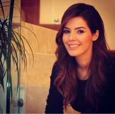 ❤️ Hatice Sendil, Popular People, Turkish Actors, Beautiful Women, Actresses, Long Hair Styles, Beauty, Stars, Female Actresses