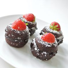 Craving for chocolate? But want something more healthy? I made these amazing avocado chocolate whoopies @fitmencook.      #yummy #food #chocolate #avocado #healthy #strawberry #instafood #whoopie #dessert #fitmencook #coconut #baking