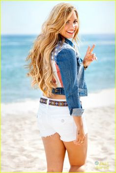 Demi Lovato w/ blonde hair! She looks great Cabelo Demi Lovato, Demi Lovato Hair, Selena Gomez, Divas, Blonde Wavy Hair, Thing 1, Girl Crushes, Woman Crush, Pretty Little Liars
