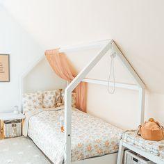 Kinderbett in Hausform selber bauen - im angesagten Scandi Style mit den OBI Selbstbaumöbeln, kostengünstig und individuell. | craftroomstories.com