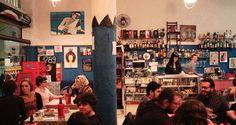 Bar Dona Teresa Alternativo e descontraído são as palavras que melhor descrevem o bar Dona Teresa. Com um cardápio criativo e com opções até vegetarianas, não fique sem visitar o lugar e provar os bons drinks feitos pelos garçons descolados. (Terça a Domingo das 18h às 23h30) Rua Fernando de Albuquerque, 57