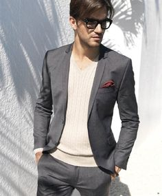 """Everyday grey suit... the """"V-thing"""" - not on my list!  #men #style #suit"""