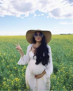 Fashionable maternity outfits ideas for summer and spring 33 #maternityoutfits