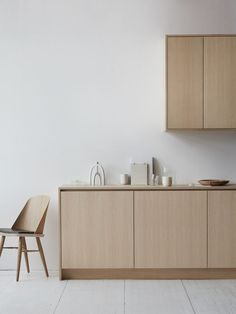 Minimalistic Interior Design - Wood - Kitchen Minimalistic Interior Design - Wood - Kitchen The Effective Pictures We Offer You About DIY Rug big A Light Wood Kitchens, Kitchen Wood, Kitchen Cupboards, Kitchen Ideas, Wooden Kitchens, Kitchen Black, Cute Kitchen, Awesome Kitchen, Black Kitchens
