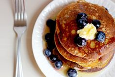 Pancakes are not getting any easier than this. In 3 easy steps, you'll have a batch of warm, moist, and tender simple banana oatmeal pancakes. Food Heaven Made Easy, Banana Oatmeal Pancakes, Eat To Live, Non Stick Pan, Recipes From Heaven, Healthy Breakfast Recipes, Clean Eating, Cooking Recipes, Snacks