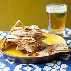 Snacks in a Snap: Pumpkin Quesadillas. Swap out the cheese in your go-to quesadilla recipe for some pumpkin puree for a festive fall snack in a snap! Pumpkin Recipes, Fall Recipes, Thanksgiving Recipes, Quesadillas, Halloween Appetizers, Halloween Meals, Good Food, Yummy Food, Comida Latina