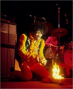 Hendrix @ Monterey by Jim Marshall Jimi Hendrix setting his guitar aflame at the Monterey International Pop Festival in 1967 is among Mr. Marshall's most famous pictures. The image established Hendrix's early reputation as a wild man. Monterey Pop Festival, Band Of Gypsys, Hard Rock, Robert Johnson, Jimi Hendrix Experience, John Lee Hooker, Jeff Beck, Heavy Metal, Easy Guitar