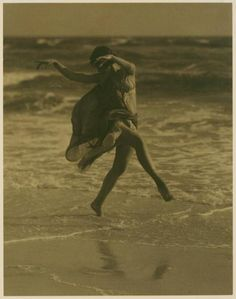 Isadora Duncan, early pioneer of modern dance ~ Frolicking on the beach, marbling within the waves foam. Isadora Duncan, Shall We Dance, Lets Dance, Vintage Photographs, Vintage Photos, John Batho, Dance Like No One Is Watching, Dance Movement, Modern Dance