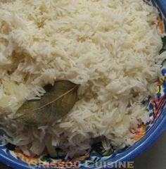 Encore une recette de mon super livre de recettes indiennes ! Ce riz pilaf parfumé accompagne parfaitement les plats de viande ou de poisson indiens. J'avais concocté un repas indien pour deux amies, dont une va partir en Inde, mais c'était un pur hasard...