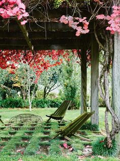autumn foliage If you've ever dreamed of an idyllic country escape complete with lush green lawn and fiery Autumn foliage you'll love designer of Country Style Magazine, Outdoor Living, Outdoor Decor, Outdoor Spaces, Outdoor Furniture, Lawn Chairs, Green Lawn, Australian Homes, Lush Green