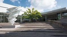 Das Sprengel Museum Hannover in Hannover ist ein Museum für moderne Kunst und zählt mit Schwerpunkten wie dem deutschen Expressionismus und der französischen Moderne zu den bedeutendsten Museen der Kunst des 20. und 21. Jahrhunderts. Das Museum liegt in unmittelbarer Nähe des Maschsees am Nordufer.
