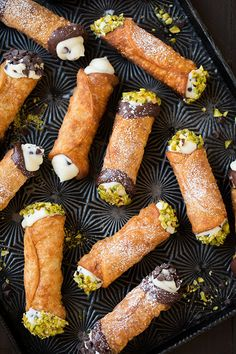 Cannoli (Canoli Filling and Shell Recipes) - Cooking Classy Cannoli Recipe Easy, Cannoli Filling, Italian Pastries, Italian Desserts, Italian Recipes, French Pastries, Delicious Desserts, Sweets, Street Food