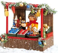 """Rothenburger Weihnachtswerkstatt """"Weihnachtsmarktstand mit Christbaumschmuckhändlerin"""""""