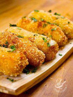 State cercando un'idea finger food da spilluzzicare in occasione di un brunch, una festa o un apericena? Ecco le fragranti Crocchette di nasello e patate!