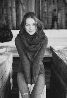 girls in sweaters and other awesome pics