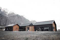 architectural home, eco, cedar, black ply, build me, building nz Shed Homes, Prefab Homes, Prefab Buildings, House Cladding, Modern Barn House, Long House, Location, Modern Architecture, Building A House