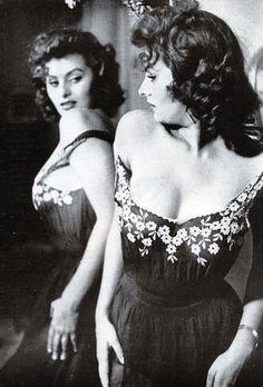 Sophia Loren Modern Man Magazine 1958 (vía blueruins)