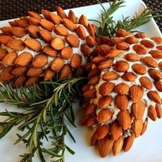 Pinecone cheeseballs for your Christmas party !