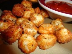Never trust a skinny cook….: Baked cheese balls Never trust a skinny cook….: Baked cheese balls Sponsored Links string cheese chopped into bite size pieces, dipped in milk and bread crumbs, baked at 425 for minutes- serve with marinara sauce! Food For Thought, Think Food, I Love Food, Good Food, Yummy Food, Snacks Für Party, Lunch Snacks, Party Desserts, Easy Snacks