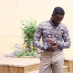 Dress your attitude - Our ambassador @gilbertofori wearing the Venize floral button-down shirt. :necktie::point_up_2: www.Oscarwoodington.com