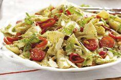 Kijk wat een lekker recept ik heb gevonden op Allerhande! Pastasalade met basilicumolie