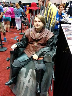 AWESOME: Cosplayer Mica Bethea turned his wheelchair into the Iron Throne & made little legs to be Tyrion Lannister