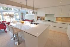 White gloss kitchen with island and breakfast bar