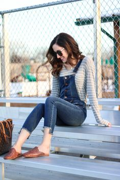 Trend to Try: Overalls - How to wear Overalls , on Coming Up Roses - Trend to Try: DENIM OVERALLS, overalls, overalls outfit, overalls outfit spring, overalls outfit summer, denim overalls, denim overalls outfit, jean overalls, spring trends