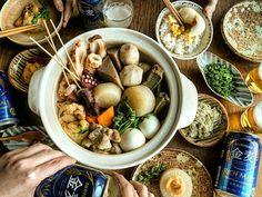 寒い 我が家にもおでんの季節がやってきました♪ ほくほく お供はサントリー様から頂いた #金麦 です! お鍋で暖まった体で飲む冷たい金麦がまた美味しい(^^) 種は定番のものから、揚げ生麩や里芋を入れて。 甘みそ、辛子、とろろはお好みでつけて♪ おうち鍋は旬の野菜や家族の好きな具材を盛り込めて、いつでも新しい発見がいっぱいで楽しい♪ 今度はご当地おでんも作ってみたいねーって盛り上がりました。 ちなみに気になるのは 名古屋のみそおでんと姫路の生姜醤油おでん(^^) #金麦のある食卓 #おでん#鍋#山田義力#安齋新#前野直史#無印良品#中園晋作#伊藤聡信#ロカリクッキング#kaumo#料理 #おうちごはん#暮らし#dinner#晩ごはん#クッキングラム #foodstagram #instagramjapan#igersjp#lin_stagrammer#デリスタグラマー#ロカリキッチン#kurashiru#ロカリ