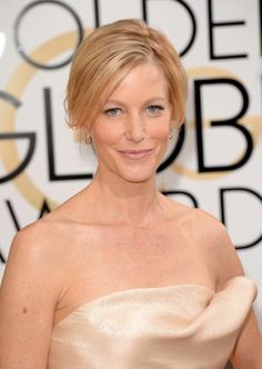 """Anna Gunn looked glam at the #GoldenGlobes. Stylist Aviva sprayed her wet hair w/ a volumizing spray & blowdried using @T3 Micro  Featherweight Luxe 2i & Anti-Gravity 2.5"""" Barrel Brush. She took 2"""" sections & wrapped them around the T3 SinglePass Twirl 1.25"""" Curling Iron. She used texturizing spray & teased hair at crown w/ a T3 Carbon Rat Tail Comb. Using a bungee elastic, she secured a low ponytail, back-combed it with a T3 Carbon Comb, & twisted the hair to create a chignon…"""