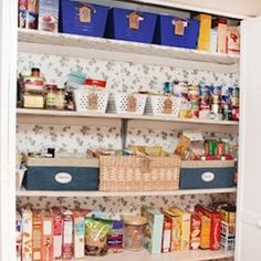 Organize your pantry for less with these dollar store DIY pantry organization ideas. These organizing ideas are perfect for small pantries to help you maximize your space. There are cheap pantry organization and storage ideas for cans, jars, spices, snacks and much more! Small Kitchen Organization, Diy Kitchen Storage, Home Organization Hacks, Pantry Organization, Diy Storage, Organizing Ideas, Storage Hacks, Storage Ideas, Bathroom Organization