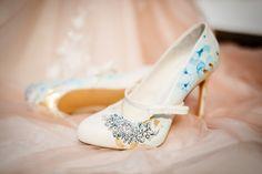 #handbemalt #brautschuhe #braut #gold #ornamente #blue #ornaments #unikat #bemalt #schuhe #shoes Foto by Lydia Krumpholz http://www.lydiakrumpholz.de/