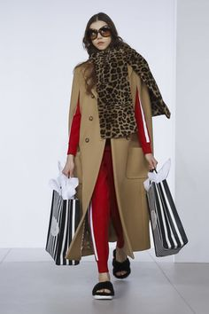 All of the best looks of the Michael Kors runway collection from Fall 2018 Fashion Week Live Fashion, Fashion Over, New York Fashion, Fashion News, Runway Fashion, Mickel Kors, Michael Kors Fall, New Yorker Mode, Autumn Fashion 2018