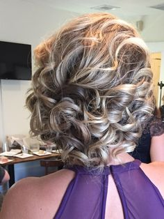 best updo for shoulder length hair. this was my bridesmaid updo by Kellie at Salon 717 in lancaster PA. Wedding Hairstyles For Medium Hair, Curly Wedding Hair, Wedding Hair And Makeup, Girl Hairstyles, Bridesmaid Hair Medium Length, Bridesmaid Hair Updo, Prom Hair, Shoulder Length Updo, Diy Tresses