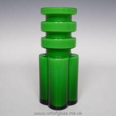 Alsterfors green glass vase by Per-Olof Ström Art Of Glass, My Glass, Blown Glass, Lassi, Living Styles, Art File, Glass Ceramic, Retro Art, Mid-century Modern