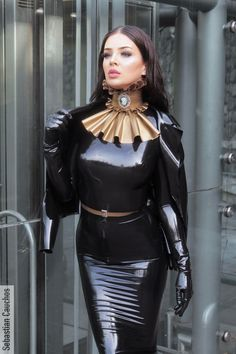 Stunning, elegant, and sophisticated leather and latex outfits and the women who wear them. Fetish Fashion, Latex Fashion, Mode Latex, Latex Lady, Latex Dress, Latex Outfit, Latex Wear, Latex Girls, Sexy Latex