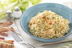 Il risotto alle mazzancolle è un primo piatto facile e veloce che ben risalta il sapore delicatamente dolce dei gamberi.