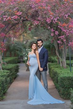Pose ideas for Maternity Photography oxana alex photography